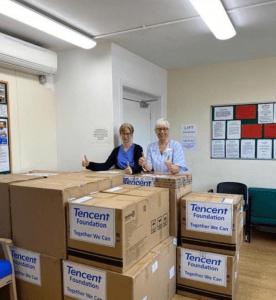 中英双语新闻:全球近20家医院收到腾讯援助物资