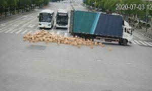 哎呀……1000多箱茅台酒在运输途中被毁