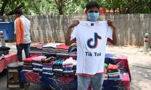 每日英语新闻:在TikTok在印度被禁后,抖音上出现了冒充印度用户的账户