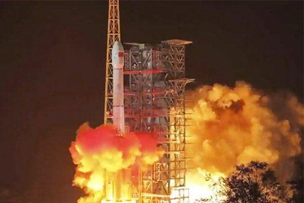 1分钟短篇英语新闻:中国成功发射两颗引力波探测卫星