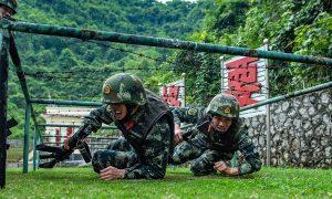 广西两名年轻男子因拒绝服兵役而受到谴责