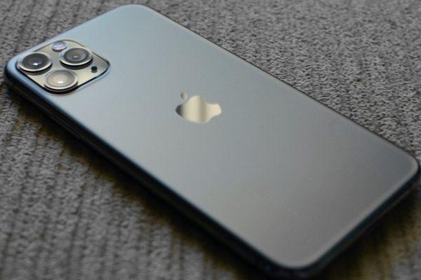苹果成为全球最大的智能手机公司,售出超过9000万部iPhone
