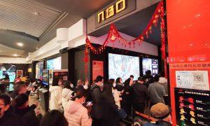 在春节假期的前2.5天里,中国票房超过6.2亿美元;总票房预计将超过10.8亿美元