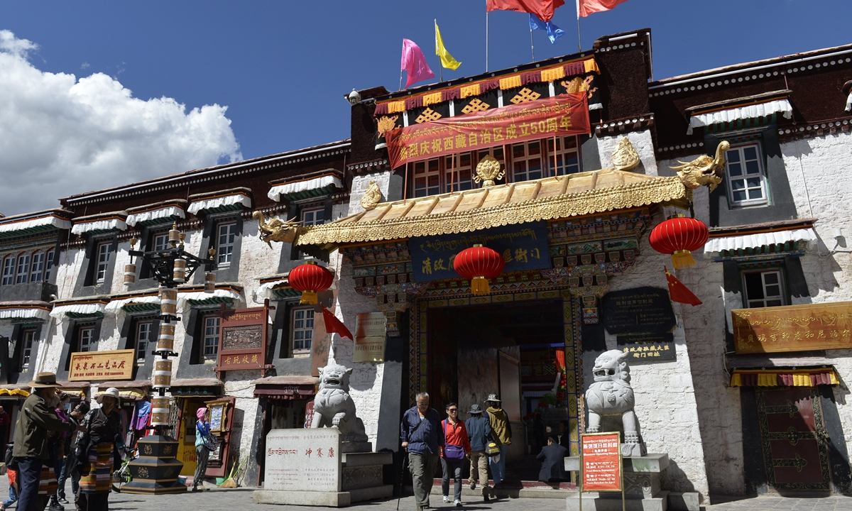 清政府对西藏的行政管理,对活佛转世的权威无可争辩