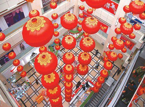随着春节的临近,中国人将上演一场购物狂欢