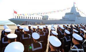 中国055型导弹驱逐舰驶入日本近海