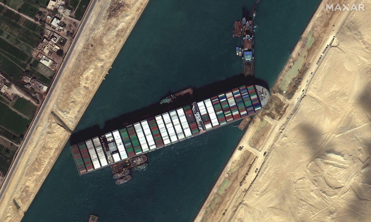 苏伊士运河搁浅货船成功解困 航向位置已调整回80%