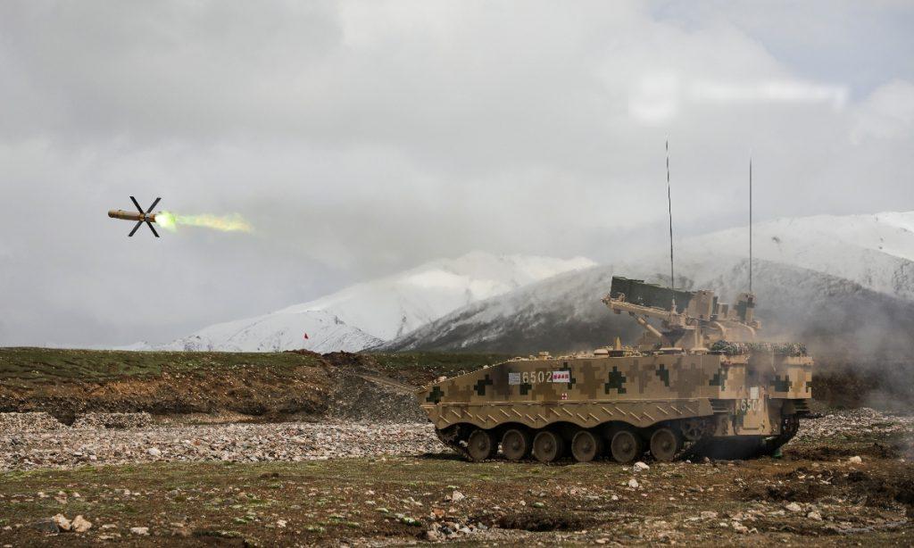 解放军展示新型车载反坦克导弹
