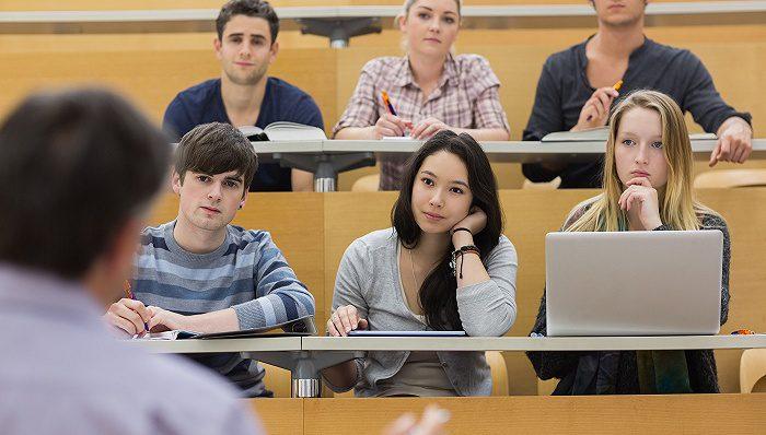 上海的留学生人数从6万减少到4万