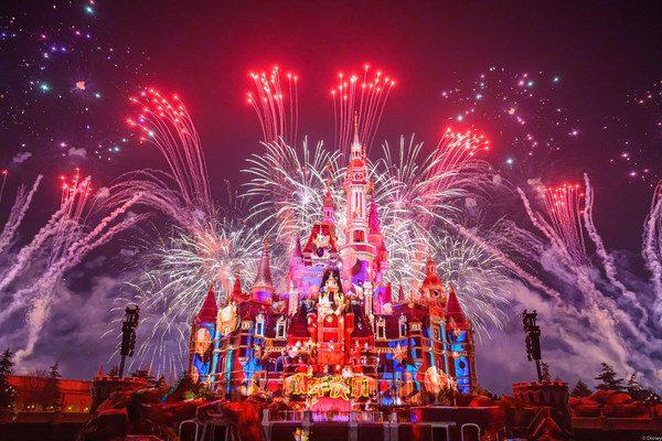 """上海迪士尼五周年庆典开启 全新""""奇梦之光幻影秀""""首演"""