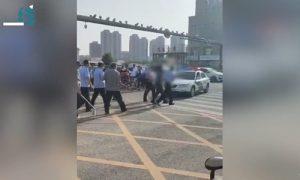 中国发生校园持刀袭击事件,三人受伤,嫌犯当场被警方抓获