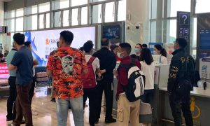 旅游高峰期间,由于恶劣天气,全国2600多个航班被取消