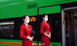 """""""复兴号""""高铁在青藏高原首航,覆盖大陆31个省"""
