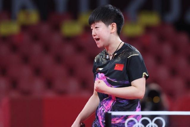 小将孙颖莎气势如虹,4比0横扫伊藤美诚,与陈梦会师奥运女单决赛